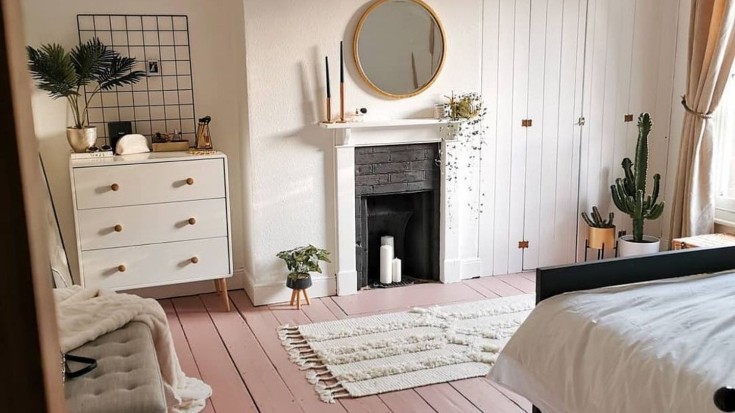 modern pink and white room with black and gold accents and natural wood